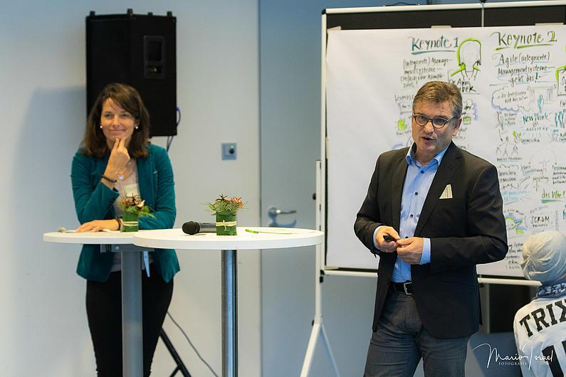 Annette Scheibe, GF der Trixi Ferienpark GmbH, Michael Kuba, GF der SOWAG mbH berichten über ihr Managementsystem