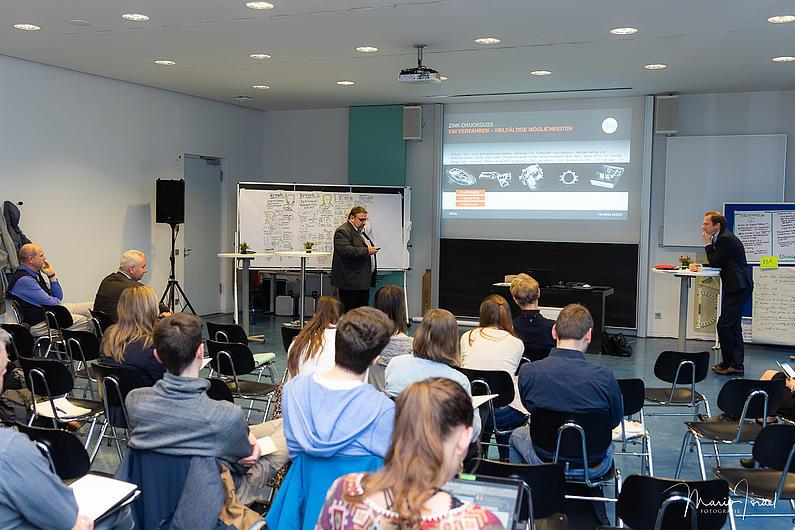 Tino Widmaier, GF der Adolf Föhl GmbH, Dr. Carsten Behrens, GF der Modell Aachen GmbH berichten über Softwarelösungen für Managementsysteme
